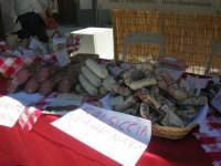 Sagra delle ciliege - salsicce e salumi - 17 giugno 2007  - Chiusa sclafani (2003 clic)