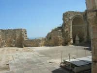 a spasso per la città: in piazza Libertà la ex Chiesa della SS. Annunziata - 6 giugno 2007  - Alcamo (856 clic)