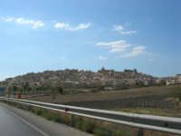 il paese visto dalla strada - 7 settembre 2007  - Siculiana (4575 clic)