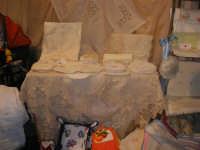 Cous Cous Fest 2007 - Expo Village - itinerario alla scoperta dell'artigianato, del turismo, dell'agroalimentare siciliano e dei Paesi del Mediterraneo - Laboratorio Ricami e Cuciti di Alcamo (TP) - 28 settembre 2007   - San vito lo capo (734 clic)