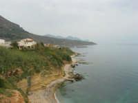 zona La Campana - la costa della periferia nord-est del paese - 25 aprile 2006  - Castellammare del golfo (1195 clic)