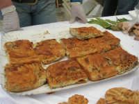 Sagra delle ciliege - lo stand del Panificio Vellino: ranza e ciura - 17 giugno 2007  - Chiusa sclafani (2167 clic)