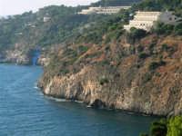 La costa rocciosa ed il villaggio turistico di Città del Mare visti dallo Zoo Fattoria - 15 luglio 2005  - Terrasini (7946 clic)