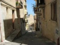 a spasso per la città: via Raffaello - 6 giugno 2007  - Alcamo (890 clic)