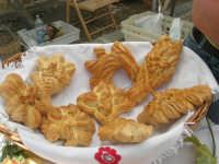 Sagra delle ciliege - lo stand del Panificio Vellino: pani di San Giuseppe - 17 giugno 2007  - Chiusa sclafani (2565 clic)