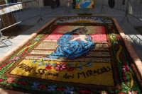 infiorata in onore di Maria SS. dei Miracoli - Piazza Ciullo - 8 giugno 2008  - Alcamo (695 clic)