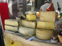 Sagra delle ciliege - formaggi - 17 giugno 2007  - Chiusa sclafani (2027 clic)