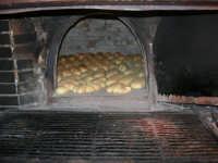 Lu pani ri casa (pane casereccio) - Grazie a Franca e Ciro per l'improvvisato invito a cena (graditissimo ed indimenticabile) a base di pani cunsatu! - 15 luglio 2005  - Alcamo (4870 clic)