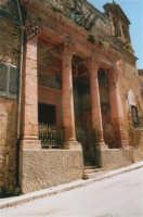 Ruderi del paese distrutto dal terremoto del gennaio 1968 - Chiesa sulla via principale - 21 maggio 2004  - Poggioreale (4334 clic)