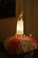 la statua della Madonna di Fatima ospitata all'interno della Chiesa di S. Maria del Gesù - 17 maggio 2008  - Alcamo (1396 clic)