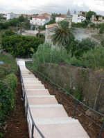 via Lungaro: la scalinata per scendere al Santuario di Maria SS. dei Miracoli - 3 giugno 2006  - Alcamo (1069 clic)
