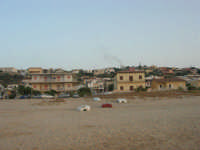 c/da Canalotto - dalla spiaggia le case - 22 luglio 2007  - Alcamo marina (1347 clic)