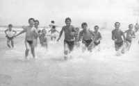 tutti in acqua! - 1963  - Alcamo marina (3182 clic)