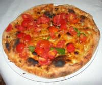 Pizza Pane Bruschetta - presso Ristorante - Pizzeria La Duchessa - 22 luglio 2007  - Castellammare del golfo (3795 clic)