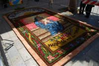 infiorata in onore di Maria SS. dei Miracoli - Piazza Ciullo - 8 giugno 2008  - Alcamo (619 clic)
