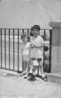 all'interno della villa di piazza Bagolino - anni cinquanta  - Alcamo (3883 clic)
