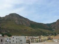 Il Monte Inici abbraccia il paese - 12 settembre 2005  - Castellammare del golfo (955 clic)