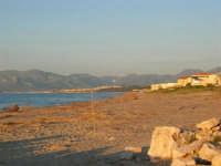 Spiaggia dalla Tonnara verso Balestrate - 8 maggio 2005  - Alcamo marina (3194 clic)