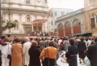 Piazza Ciullo: Lu Patruciniu - 1985  - Alcamo (1200 clic)