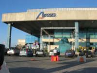 Aeroporto Internazionale di Palermo Falcone e Borsellino - sculture scenografate di IGOR MITORAY - 19 agosto 2007   - Cinisi (1554 clic)