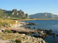 Macari. La costa e il mare - 21 maggio 2005  - San vito lo capo (1364 clic)