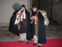 Zampognari si esibiscono lungo il corso 6 Aprile - 23 dicembre 2005   - Alcamo (2362 clic)