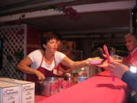 Cous Cous Fest 2007 - Villaggio gastronomico: si serve il cou cous di San Vito Lo Capo - 28 settembre 2007   - San vito lo capo (887 clic)