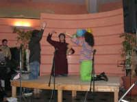 C/da Scampati - Sala Panorama - Cabaret durante la cena di beneficenza a favore dell'AVSI: Ivan D'Angelo, Giuseppe Coppola e Rosa Raimondi di Castellammare del Golfo - 24 febbraio 2006  - Alcamo (1212 clic)