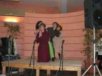 C/da Scampati - Sala Panorama - Cabaret durante la cena di beneficenza a favore dell'AVSI: Giuseppe Coppola, Rosa Raimondi, Ivan D'Angelo e Veronica Sabella di Castellammare del Golfo - 24 febbraio 2006  - Alcamo (1197 clic)