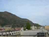 Il Monte Inici abbraccia il paese - 12 settembre 2005  - Castellammare del golfo (932 clic)
