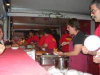 Cous Cous Fest 2007 - Villaggio gastronomico: si serve il cou cous di San Vito Lo Capo - 28 settembre 2007   - San vito lo capo (638 clic)