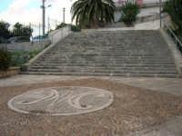 scalinata per scendere al Santuario di Maria SS. dei Miracoli - 3 giugno 2006  - Alcamo (1100 clic)
