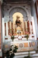 all'interno della Basilica di S. Maria Assunta, la statua lignea della Madonna dei Miracoli (patrona di Alcamo) realizzata da Lorenzo Curti nel 1721 - 12 ottobre 1986  - Alcamo (1153 clic)