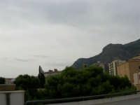 Il Monte Inici abbraccia il paese - 12 settembre 2005  - Castellammare del golfo (929 clic)