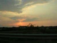 inseguendo un tramonto sull'autostrada A-29 Palermo - Mazara del Vallo, tra gli svincoli di Terrasini (PA) ed Alcamo (TP) - 25 aprile 2007  - Castellammare del golfo (1289 clic)