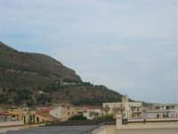 Il Monte Inici abbraccia il paese - 12 settembre 2005  - Castellammare del golfo (1121 clic)