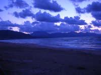 a sera in contrada Canalotto - 4 giugno 2006  - Alcamo marina (1203 clic)