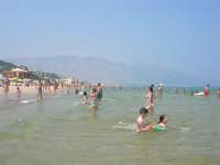 Per fortuna ci sono anche acque balneabili - 29 giugno 2008   - Alcamo marina (810 clic)