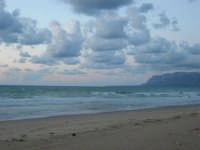 a sera in contrada Canalotto - 4 giugno 2006  - Alcamo marina (1355 clic)