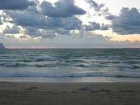 a sera in contrada Canalotto - 4 giugno 2006  - Alcamo marina (1264 clic)