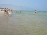 Per fortuna ci sono anche acque balneabili - 29 giugno 2008   - Alcamo marina (800 clic)
