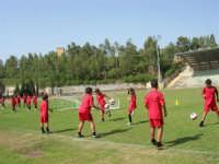 Stadio Comunale - Campus Milan: Giorgia ed altri ragazzi si allenano - 6 luglio 2006  - Alcamo (1915 clic)