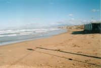 Il mare in tempesta ha mangiato la spiaggia! - 30 gennaio 2004  - Castellammare del golfo (1236 clic)