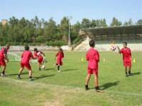 Stadio Comunale - Campus Milan: Giorgia ed altri ragazzi si allenano - 6 luglio 2006  - Alcamo (1718 clic)