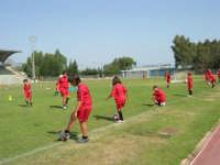 Stadio Comunale - Campus Milan: Giorgia ed altri ragazzi si allenano - 6 luglio 2006  - Alcamo (1503 clic)
