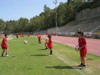 Stadio Comunale - Campus Milan: Giorgia ed altri ragazzi si allenano - 6 luglio 2006  - Alcamo (1636 clic)
