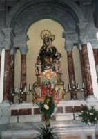 Maria Santissima dei Miracoli, Patrona di Alcamo, all'interno della Basilica di Santa Maria Assunta - giugno 1993  - Alcamo (1772 clic)
