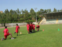 Stadio Comunale - Campus Milan: Giorgia ed altri ragazzi si allenano - 6 luglio 2006  - Alcamo (1709 clic)