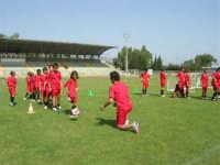 Stadio Comunale - Campus Milan: Giorgia ed altri ragazzi si allenano - 6 luglio 2006  - Alcamo (1766 clic)