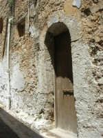 via Mangiarotti, n. 1 - una vecchia casa - 17 luglio 2007  - Alcamo (984 clic)